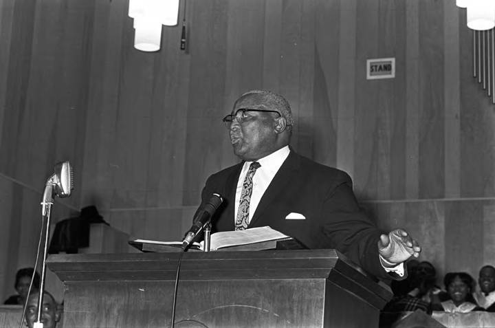Martin Luther King Sr Speaking To An Audience At Holt Street Baptist Church In Montgomery Alabama Jim Peppler Southern Courier Photograph Collection Alabama Department Of Archives And History
